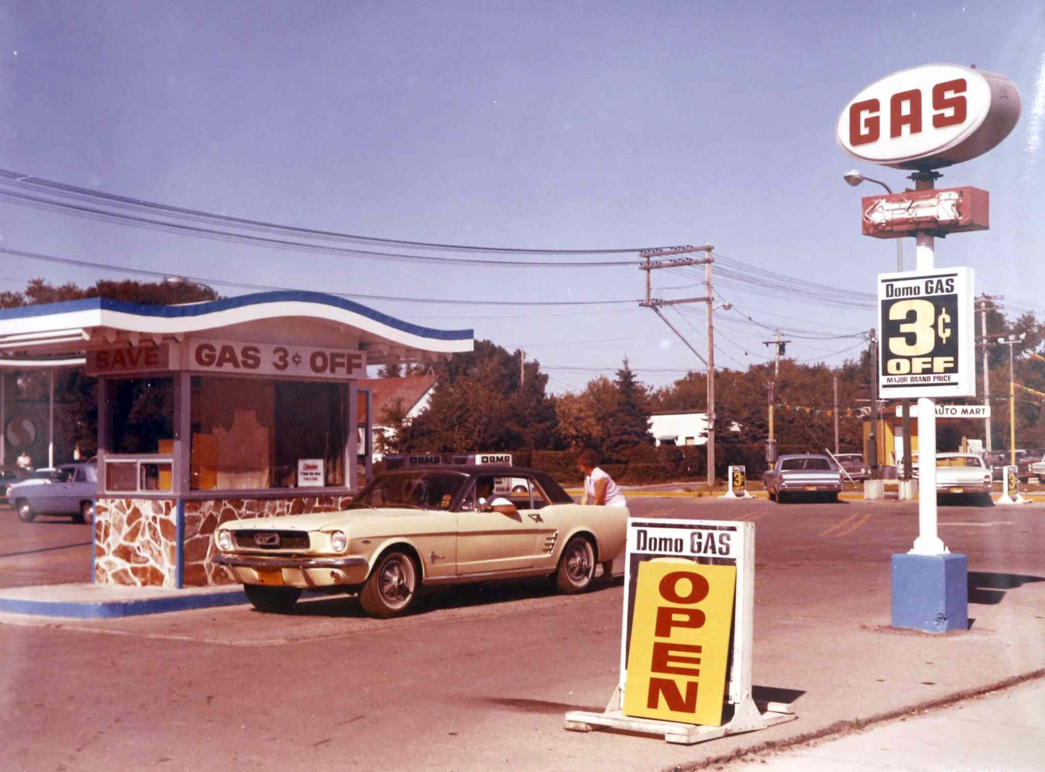 Domo gas bar on Ellice Ave. in the 1960s.