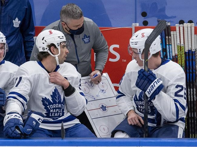 Toronto Maple Leafs head coach Sheldon Keefe draws a play for Jimmy Vesey (26) and John Tavares (left) during first period NHL scrimmage action in Toronto on January 9, 2021. THE CANADIAN PRESS/Frank Gunn