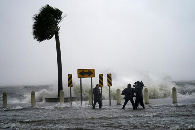 A news crew reports on the edge of Lake Pontchartrain ahead of approaching Hurricane Ida in New Orleans, Sunday, Aug. 29, 2021. THE CANADIAN PRESS/AP-Gerald Herbert