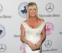 """FILE - In this Oct. 11, 2014 file photo, Suzanne Somers arrives at the 2014 Carousel Of Hope Ball, in Beverly Hills, Calif. The television personality Somers is bringing a nightclub act to Las Vegas starting in May 2015. Westgate Las Vegas officials announced this week that the """"Dancing with the Stars"""" contestant will perform a 70-minute musical show dubbed """"Suzanne Sizzles"""" that promises a Rack Pack-era cabaret vibe in an intimate venue at the casino-hotel. (Photo by Richard Shotwell/Invision/AP, File)"""