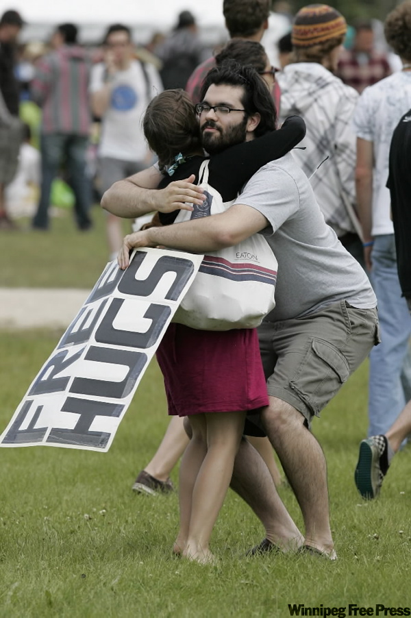Juan Mann gives out free hugs. (JOHN WOODS / THE CANADIAN PRESS)