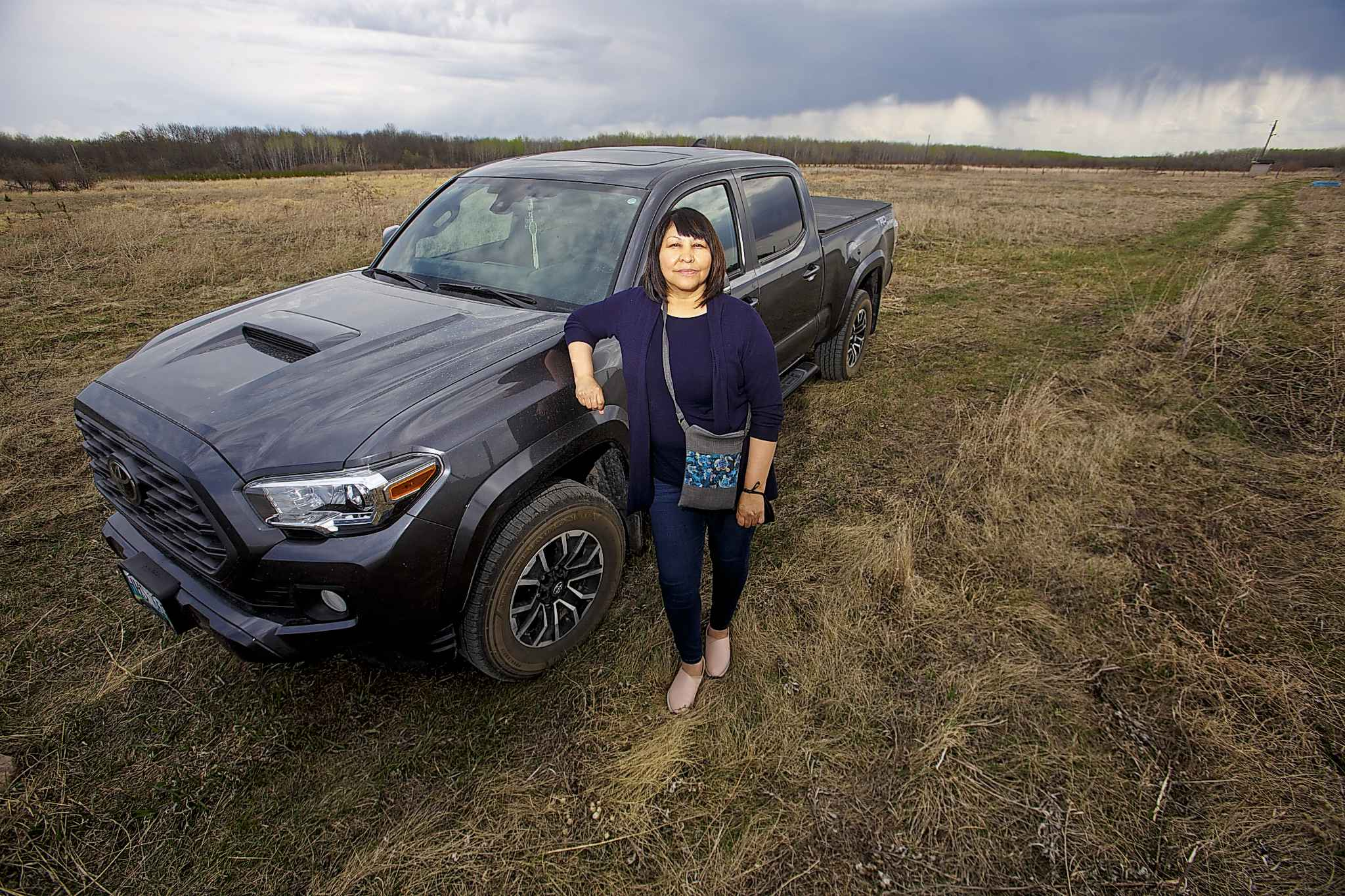 Brokenhead First Nation Chief Deborah Smith at the site where the farm will be built. (Mike Deal / Winnipeg Free Press)</p>