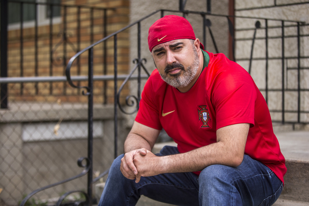 Carlos Governo has spent two weeks trying to apply for a long-form birth certificate, but he can't get in touch with anyone at the Vital Statistics Agency. (Mikaela MacKenzie / Winnipeg Free Press)