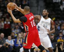 New Orleans Pelicans guard Eric Gordon, front, pulls in a loose ball in front of Denver Nuggets forward Kenneth Faried in the first quarter of an NBA basketball game Sunday, March 1, 2015, in Denver. (AP Photo/David Zalubowski)