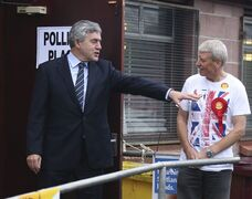 Britain's former Prime Minister Gordon Brown talks to a NO campaigner, outside the polling station at North Queensferry Community Centre, in Queensferry, Scotland, Thursday, Sept. 18, 2014. THE CANADIAN PRESS/AP, PA, Andrew Milligan