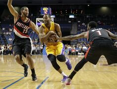 Los Angeles Lakers' Wayne Ellington, center, drives between Portland Trail Blazers' Allen Crabbe, left, and Dorell Wright during the first half of a preseason NBA basketball game Wednesday, Oct. 22, 2014, in Ontario, Calif. (AP Photo/Jae C. Hong)