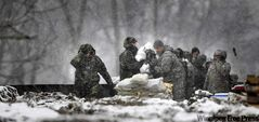 National Guardsmen work during a storm to reinforce some of the kilometres of levee raised in Fargo in 2009.