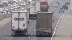 Westbound 401 traffic flows in London, Ont. on December 19, 2012. THE CANADIAN PRESS/Dave Chidley