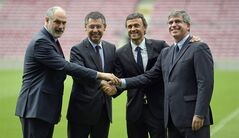 FC Barcelona Sports director Andoni Zubizarreta, left, FC Barcelona's president Josep Maria Bartomeu, second left, FC Barcelona's vice-president Jordi Mestre, right, and Luis Enrique, second right, shake hands during the official presentation as new coach of FC Barcelona at the Camp Nou stadium in Barcelona, Spain, Wednesday, May 21, 2014. Former Barcelona player Luis Enrique signed a two-year contract to become coach on Wednesday, a hire the club hopes will resemble the success stories of Johan Cruyff and Pep Guardiola. (AP Photo/Manu Fernandez)