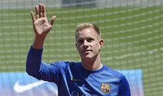Marc-Andre Ter Stegen, from Germany, waves during his official presentation as new goalkeeper of FC Barcelona at the camp nou stadium in Barcelona, Spain, Thursday, May 22, 2014. (AP Photo/Manu Fernandez)