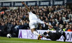 Tottenham Hotspur's Mousa Dembele, left, is fouled Fulham's Ashkan Dejagah during their English Premier League soccer match at White Hart Lane stadium, London, Sunday, March 17, 2013. (AP Photo/Bogdan Maran)