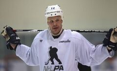 Winnipeg Jet Olli Jokinen skates at MTS Iceplex in Winnipeg Monday with some of his Winnipeg Jets teammates, a welcome sight to fans after the NHL 117-day lockout.
