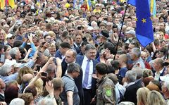 Ukrainian presidential candidate Petro Poroshenko, centre, is welcomed by his supporters during a rally in Konotop, Ukraine, May 15, 2014. THE CANADIAN PRESS/AP, Mykola Lazarenko, Pool