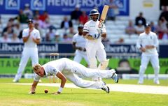 England's Stuart Broad attempts to catch and bowl Sri Lanka's Kumar Sangakkara during day three of the Second Test Match between England and Sri Lanka at Headingley cricket ground, Leeds, England, on Sunday, June 22, 2014. (AP Photo/Rui Vieira)