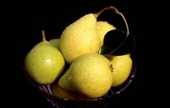 Hybrid cultivars such as Early Gold and Ure produce tasty, golden 5 cm fruit.