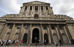 FILE - This Monday July 1, 2013 file photo shows people walking past the Bank of England in London's City financial district. Inflation in the U.K. increased unexpectedly in June, raising expectations that the Bank of England may start raising interest rates soon, possibly by the end of this year. Figures Tuesday July 15, 2014 from the Office for National Statistics showed consumer prices rose by an annual rate of 1.9 percent in June, just below the Bank's ostensible target of 2 percent. Inflation, which rose from May's 4 1/2-year low of 1.5 percent, is now at its highest level since January. (AP Photo/Lefteris Pitarakis, File)