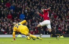 Manchester United's Robin van Persie, right, rounds Everton's goalkeeper Tim Howard on his way to scoring during their English Premier League soccer match at Old Trafford Stadium, Manchester, England, Sunday Feb. 10, 2013. (AP Photo/Jon Super)