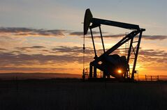 A pump jack pulls crude oil from the Bakken region of the Northern Plains near Bainville, Mont. on Nov. 6, 2013 THE CANADIAN PRESS/AP, Matthew Brown