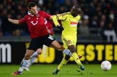 Hannover's Szabolcs Huszti, left, and Lassana Diarra of Makhachkala , right, vie for the ball during the Europa League round of 32 second leg soccer match between Hannover 96 and FC Anzhi Makhachkala in Hannover, Germany, Thursday Feb. 21,2013. (AP Photo/dpa,Peter Steffen)