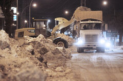 January 12, 2014 - 140112  -  Snow clearing on Pembina Highway Sunday, January 12, 2014.  John Woods / Winnipeg Free Press