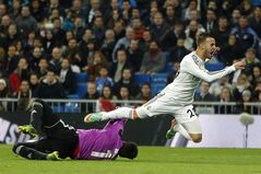 Real Madrid's Jese Rodriguez, right, in action with Osasuna's goalkeeper Asier Riesgo, left, during a Spanish Copa del Rey soccer match between Real Madrid and Osasuna at the Santiago Bernabeu stadium in Madrid, Spain, Thursday, Jan. 9, 2014. (AP Photo/Andres Kudacki)