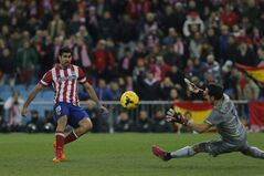 Atletico's Diego Costa, left, scores his goal during a Spanish La Liga soccer match between Atletico de Madrid and Real Sociedad at the Vicente Calderon stadium in Madrid, Spain, Sunday, Feb. 2, 2014. (AP Photo/Andres Kudacki)