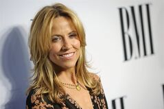 Sheryl Crow arrives at the 62nd Annual BMI Pop Awards at the Beverly Wilshire Hotel on Tuesday, May 13, 2014, in Beverly Hills, Calif. (Photo by Chris Pizzello/Invision/AP)