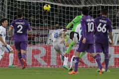 Inter Milan's Rodrigo Palacio, center, scores during a Serie A soccer match between Fiorentina and Inter Milan, at the Artemio Franchi stadium in Florence, Italy, Saturday, Feb. 15, 2014. (AP Photo/Riccardo Sanesi, LaPresse) ITALY OUT