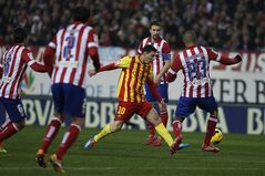 Barcelona's Lionel Messi from Argentina, center, controls the ball in between players during a Spanish La Liga soccer match between Atletico de Madrid and FC Barcelona at the Vicente Calderon stadium in Madrid, Spain, Saturday, Jan. 11, 2014. (AP Photo/Gabriel Pecot)