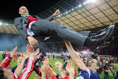 TIn this picture taken Saturday May 17, 2014, the Bayern Munich soccer team celebrate with head coach Pep Guardiola after they won the German soccer cup final against Borussia Dortmund in Berlin. (AP Photo/dpa, Kay Nietfeld)