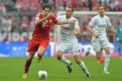 Bayern's Javier Martinez of Spain, left, and Freiburg's Pavel Krmas of Czech Republic challenge for the ball during the German first division Bundesliga soccer match between FC Bayern Munich and SC Freiburg in Munich, Germany, on Saturday, Feb. 15, 2014. (AP Photo/Kerstin Joensson)