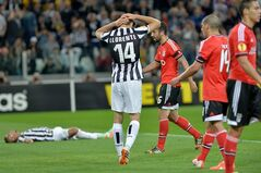 Juventus Chilean Arturo Vidal, left, lies on the ground as teammate Fernando Llorente of Spain, second from left, touches his head during the Europa League semifinal second leg soccer match between Juventus and Benfica at the Juventus stadium, in Turin, Italy, Thursday, May 1, 2014. (AP Photo/ Massimo Pinca)