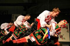 Zoloto dancers in action.