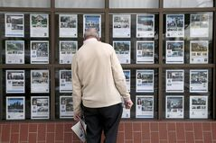 In this Jan. 23, 2013 photo, Robert Ronus looks at the listings of home for sale in Los Angeles. THE CANADIAN PRESS/AP, Jae C. Hong