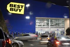 Bargain hunters line up for sales at a Best Buy Nov. 28, 2013, in Dunwoody, Ga. THE CANADIAN PRESS/AP, David Tulis