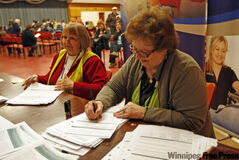 Volunteers Fern Lee (right) and Pam McKechnie register names at the clinic.