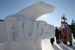 Premier Greg Sellinger look at David MacNair's snow sculpture of Hudson outside the Legislative Buildings on Broadway.