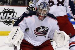 Columbus Blue Jackets goalie Sergei Bobrovsky (72) keeps his eye on a rebound in the second period of Game 5 of a first-round NHL playoff hockey series in Pittsburgh, Saturday, April 26, 2014. The Penguins won 3-1. (AP Photo/Gene J. Puskar)