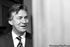 DAVID LIPNOWSKI / WINNIPEG FREE PRESS (October 16 2009) Premier Gary Doer in his office Friday afternoon.