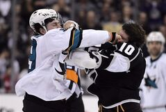 San Jose Sharks center Logan Couture, left, and Los Angeles Kings center Mike Richards fight during the third period in Game 6 of an NHL hockey first-round playoff series, Monday, April 28, 2014, in Los Angeles. Couture has undergone surgery on his hand that was injured during a fight in the playoffs.THE CANADIAN PRESS/ AP