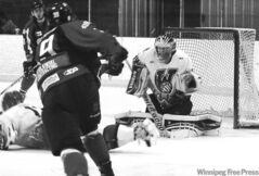 Wolverines goalie Cory Simons, a Chicago native, leads the MJHL with a sharp 2.66 GAA.