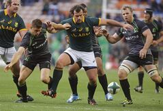 South Africa Springboks Bismarck du Plessis, center, try's collect the ball as World XV try to stop him during their game in Cape Town, South Africa, Saturday, June 7, 2014. (AP Photo/Schalk van Zuydam)