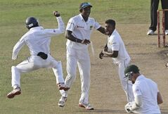 Sri Lankan bowler Rangana Herath, without a cap, celebrates with his teammates the dismissal of South African batsman Dale Steyn, right, during the fifth day of the second test cricket match between South Africa and Sri Lanka in Colombo, Sri Lanka, Monday, July 28, 2014. (AP Photo/Sanka Gayashan)