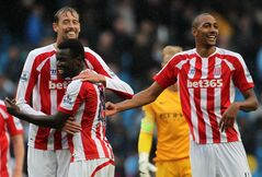 Stoke City's Peter Crouch, left, with Mame Diouff and Steven N'Zonzi, right, celebrate after their English Premier League soccer match against Manchester City at the Etihad Stadium in Manchester, England, Saturday Aug. 30, 2014. (AP Photo / Lynne Cameron, PA) UNITED KINGDOM OUT - NO SALES - NO ARCHIVES