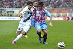 Inter Milan midfielder Ricky Alvarez, left, of Argentina, vies for the ball with Catania defender Pablo Alvarez, of Argentina, during theIR Serie A soccer match at the Angelo Massimino stadium in Catania, Italy, Sunday, March 3, 2013. (AP Photo/Carmelo Imbesi)