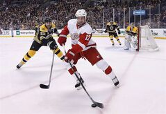 Detroit Red Wings' David Legwand (front) is pictured in Boston, April 26, 2014. THE CANADIAN PRESS/AP, Michael Dwyer