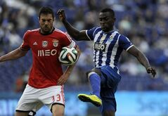 FC Porto's Jackson Martinez, right, from Colombia challenges Benfica's Jardel Vieira, from Brazil, in the last round of the Portuguese League soccer match at the Dragao stadium in Porto, Portugal, Saturday, May 10, 2014. Martinez scored once in Porto's 2-1 victory. Benfica clinched its 33rd Portuguese league title two rounds ago, bringing an end to FC Porto's three-year run at the top. (AP Photo/Paulo Duarte)
