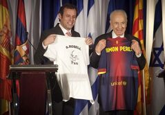 FC Barcelona president Sandro Rosell, left, and Israel's President Shimon Peres pose for photographers during a press statement at the Kfar Maccabiah sport center in Ramat Gan, Israel, Thursday, Feb. 21, 2013. Barcelona is trying to organize a match against a combined team of Palestinians and Israelis to promote peace. (AP Photo/Dan Balilty)