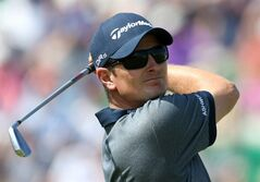 Justin Rose of England plays off the 4th tee during the first day of the British Open Golf championship at the Royal Liverpool golf club, Hoylake, England, Thursday July 17, 2014. (AP Photo/Peter Morrison)