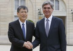 Siemens CEO Joe Kaeser, right, shake hands with Mitsubishi CEO Shunichi Miyanaga, at the end of their Mitsubishi Heavy Industries meeting with French President Francois Hollande, to discuss their offer to buy parts French engineering company Alstom SA, in Paris, Tuesday, June 17, 2014. Joe Kaeser, CEO of Alstom's German rival Siemens AG, and Shunichi Miyanaga, CEO of Mitsubishi, were at the Elysee palace in Paris hours after they unveiled their offer to buy parts of Alstom. Siemens would pay 3.9 billion euros for the gas turbine business. Japan's Mitsubishi would purchase a 10 percent stake in Alstom and inject 3.1 billion euros into the struggling company. (AP Photo/Jacques Brinon)